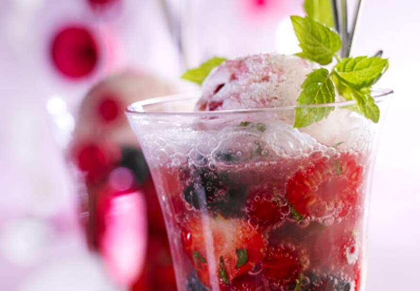 Coupes de fruits rouges au champagne