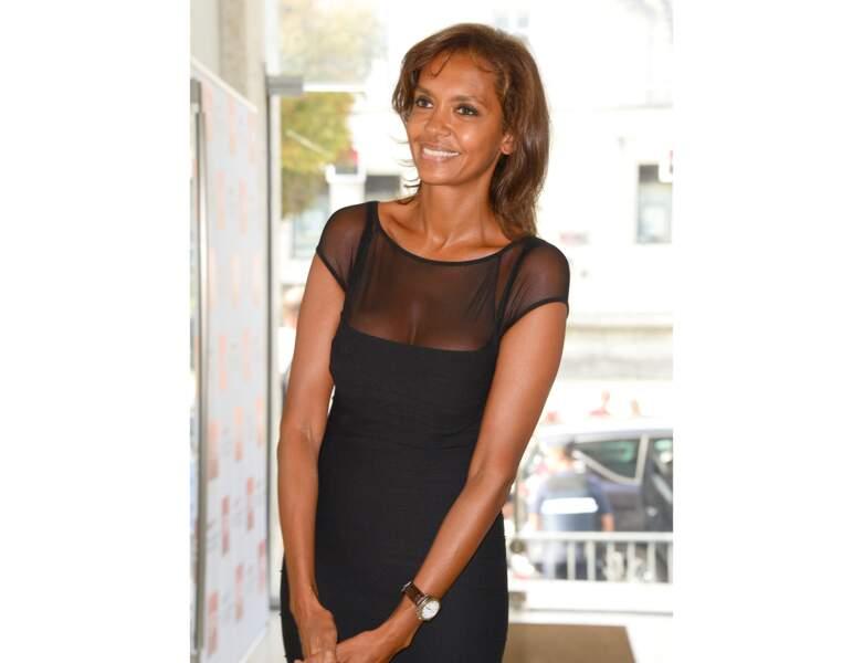 À 47 ans, Karine Le Marchand porte une petite frange sur le côté