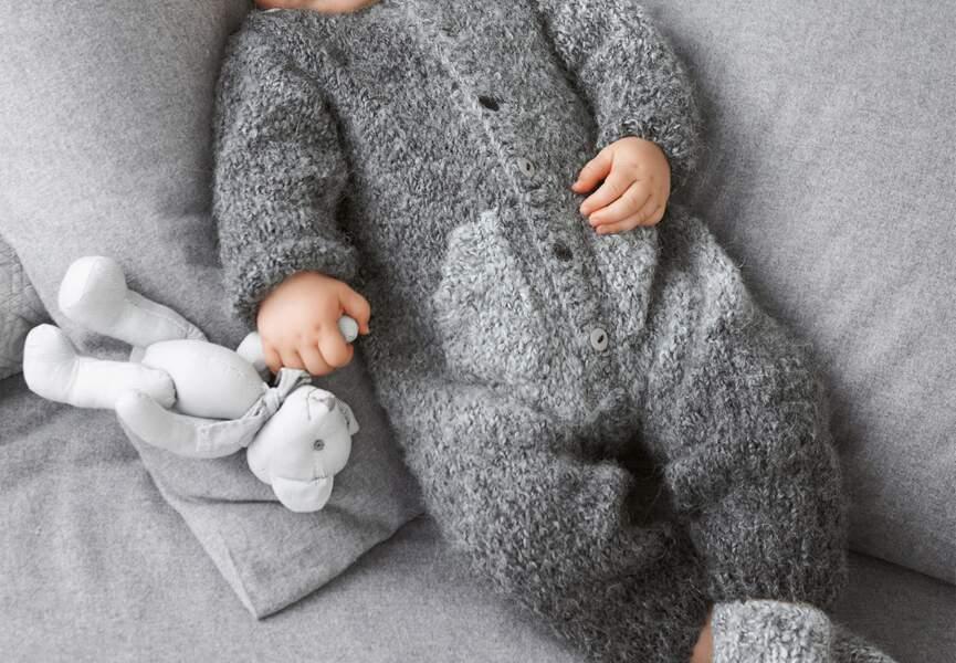 Une combinaison tricotée