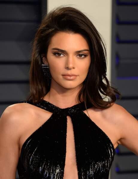 Un carré long vaporeux comme Kendall Jenner