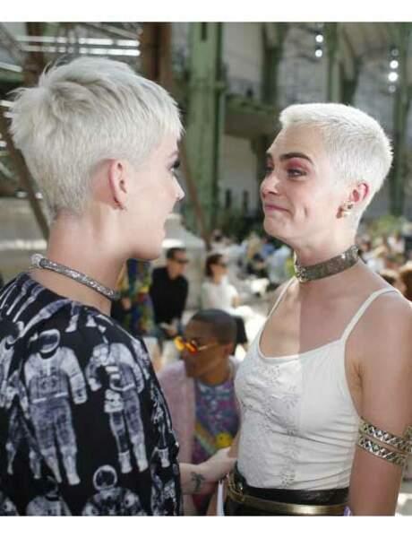 Katy Perry et Cara Delevigne s'amusent de leurs looks similaires