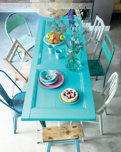 Une table turquoise à faire soi même