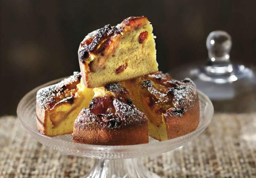 Gâteau fondant pommes, raisins secs, amandes et calvados