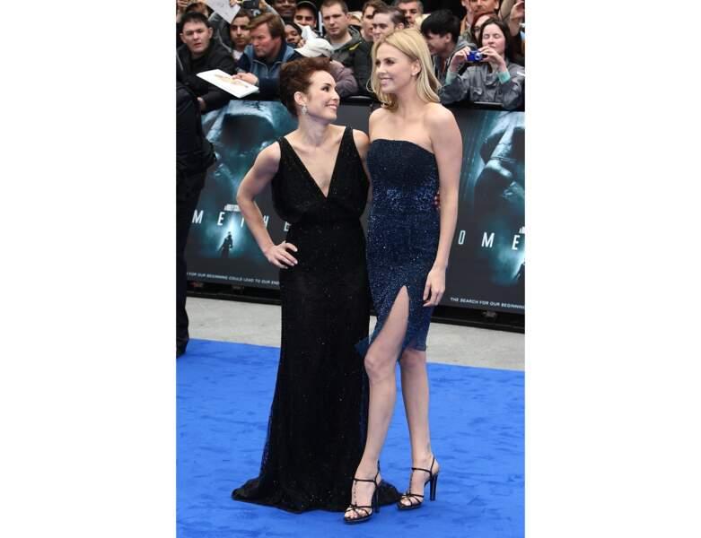 Elle pose au côté de l'actrice Noomi Rapace à l'avant-première du film Prometheus