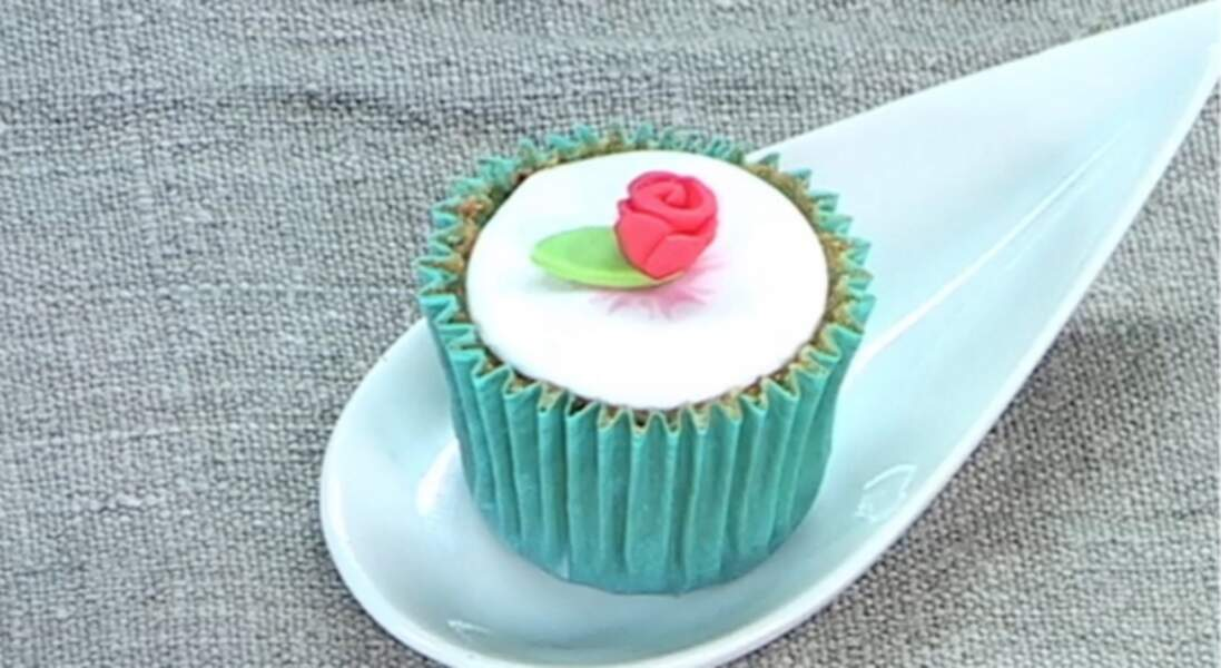 Une rose en pâte à sucre