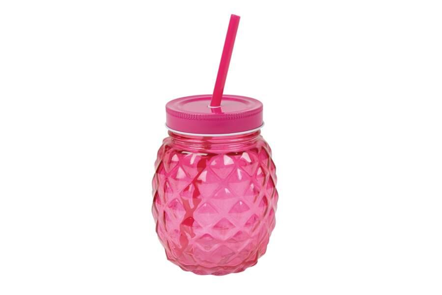 Un verre à paille rose