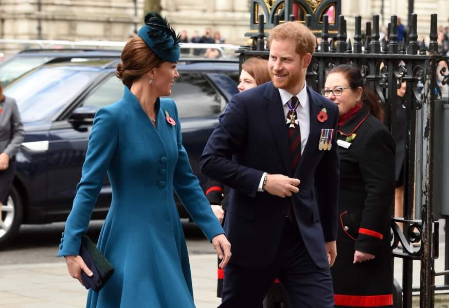 Kate Middleton et le prince Harry, à l'abbaye de Westminster, pour le service commémoratif de l'ANZAC Day.