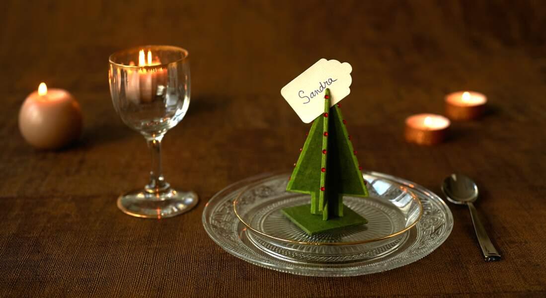 Cartonnage : un sapin marque-place pour Noël