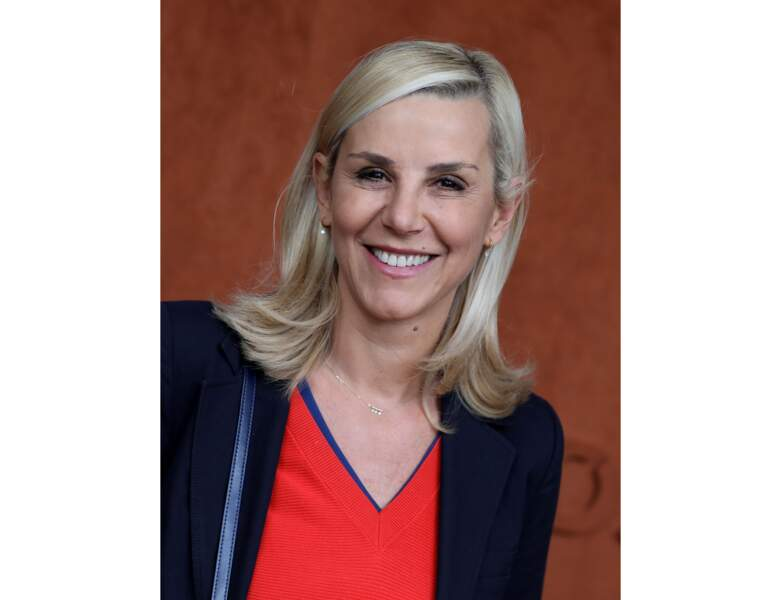 2019 : elle a 53 ans et elle assise au tournoi de Roland Garros