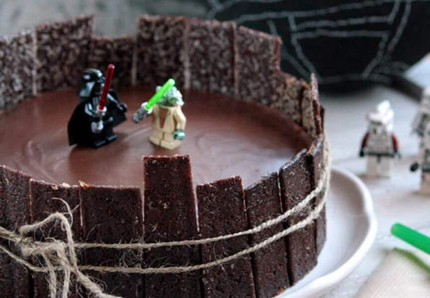 Un gâteau-arène et ses figurines