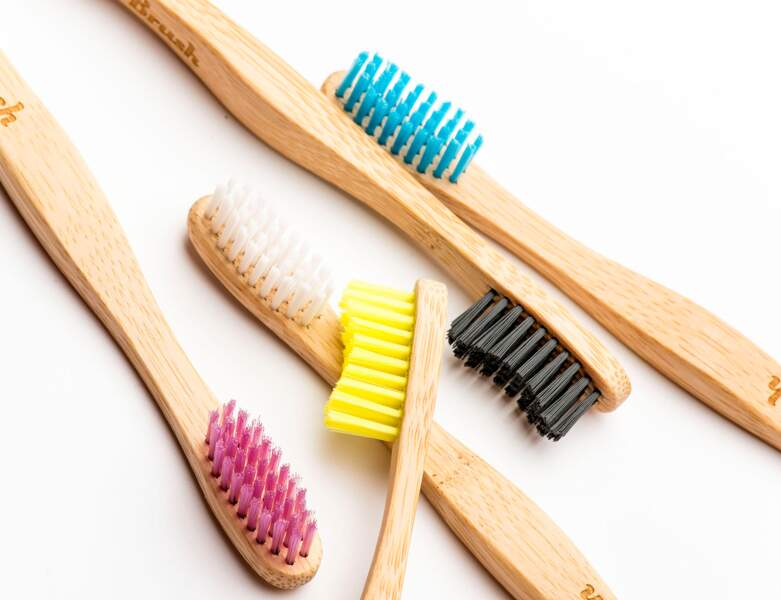 Une brosse en bois