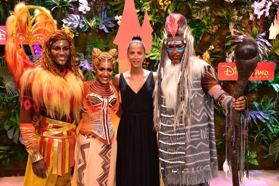 Noémie Lenoir fait honneur à la sortie du nouveau film Le Roi Lion à Disneyland Paris