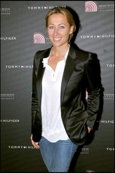 Anne-Sophie Lapix à une vente aux enchères organisée pour la lutte contre le cancer du sein en 2008.