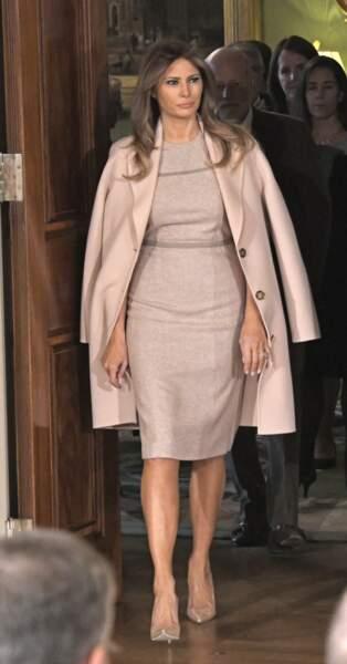 À présent elle porte ses robes moulante en version ultra chic !