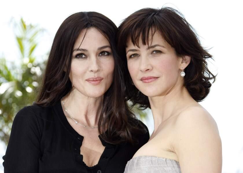 """Sophie Marceau et Monica Bellucci à Cannes pour le film """"Ne te retourne pas"""" en mai 2009."""