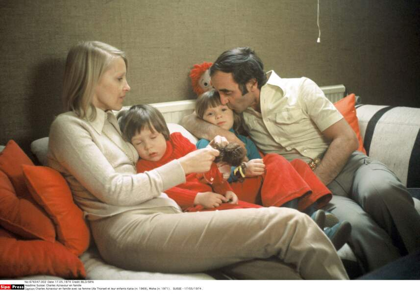 Charles Aznavour en famille avec sa femme Ulla Thorsell et leur enfants Katia et Misha