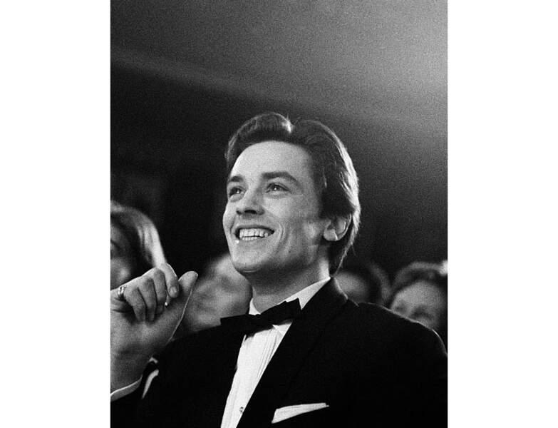 Un an plus tard, il assiste à un spectacle à l'Olympia à Paris