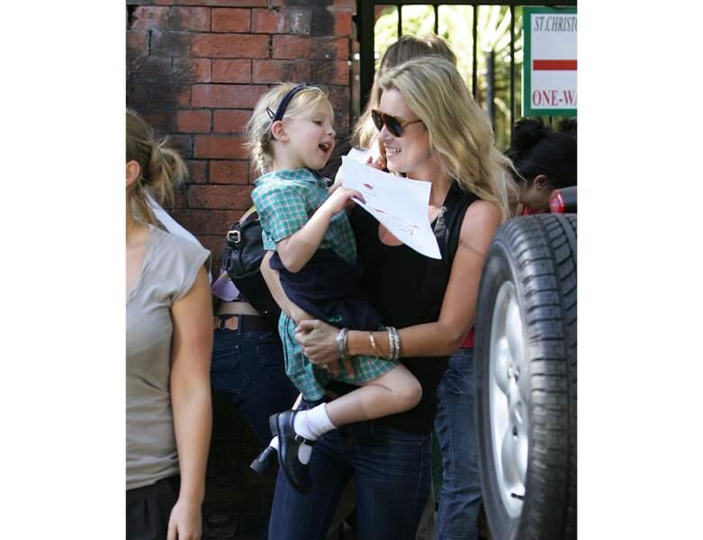 Kate Moss accompagne sa fille pour sa rentrée à l'école