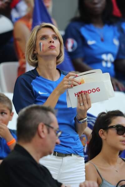 En 2016, elle porte les couleurs de la France pour soutenir l'équipe nationale à la Coupe de l'Euro