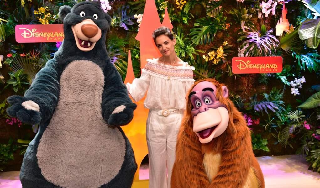 Katie Holmes fait honneur à la sortie du nouveau film Le Roi Lion à Disneyland Paris