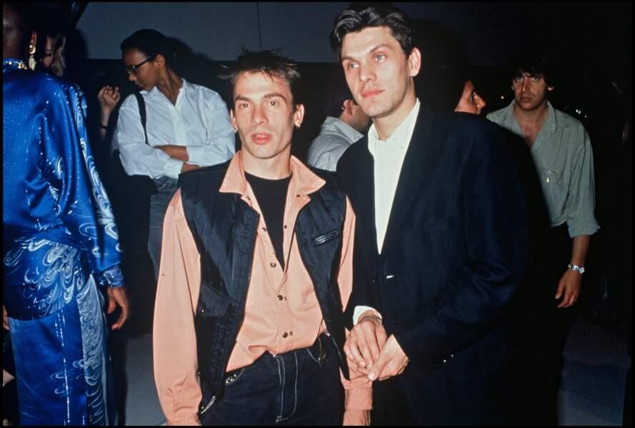 """Marc Lavoine en compagnie de Florent Pagny lors de la dernière de l'émission """"Champs-Elysées"""" en 1990."""