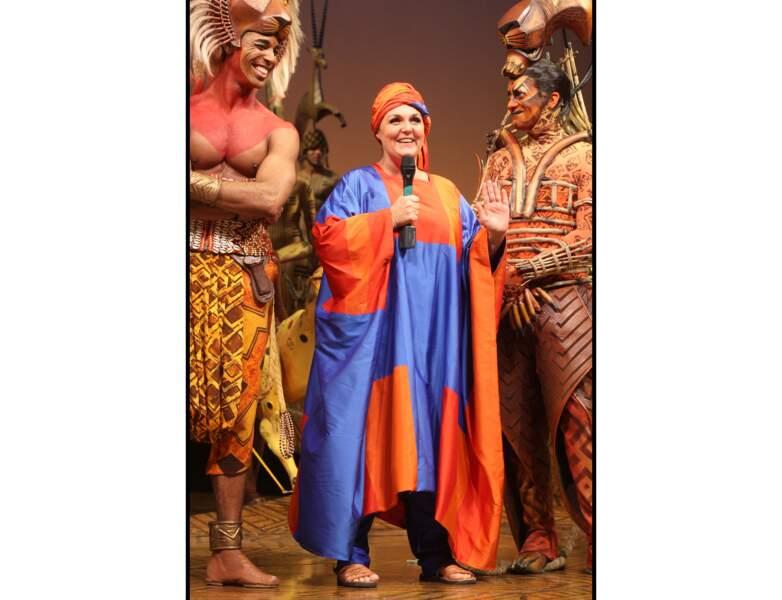 En 2008, elle monte sur la scène du théâtre Mogador pour soutenir des associations
