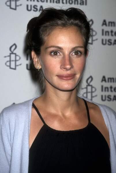 Julia Roberts assiste à la cérémonie des Media spolight awards d'Amnesty International à New York en 1998