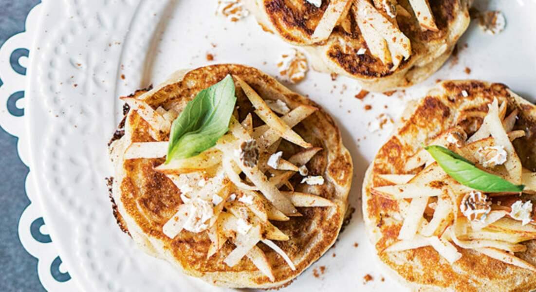 Blinis farine d'avoine, pommes râpées et cannelle