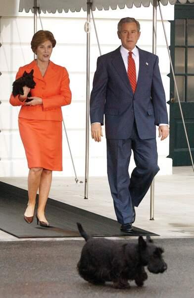 Georges Bush et sa femme Laura avec leurs Scottish Terriers en 2005