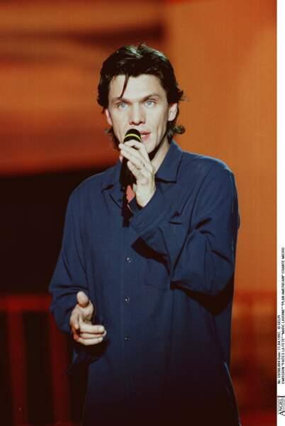 """Marc Lavoine sur le plateau de l'émission """"Faites la fête"""" le 11 avril 1997."""