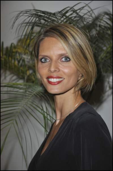 En 2011 la directrice générale de la société Miss France opte pour un carré court ultra lisse qui lui va à ravir