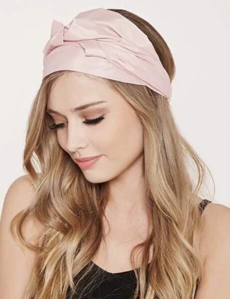Le foulard rose satiné