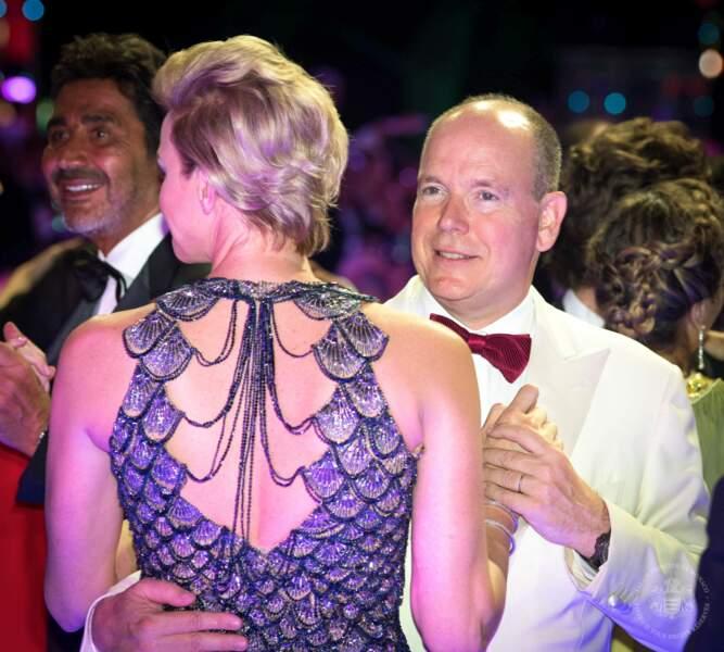 Le prince Albert II danse avec sa femme Charlène de Monaco