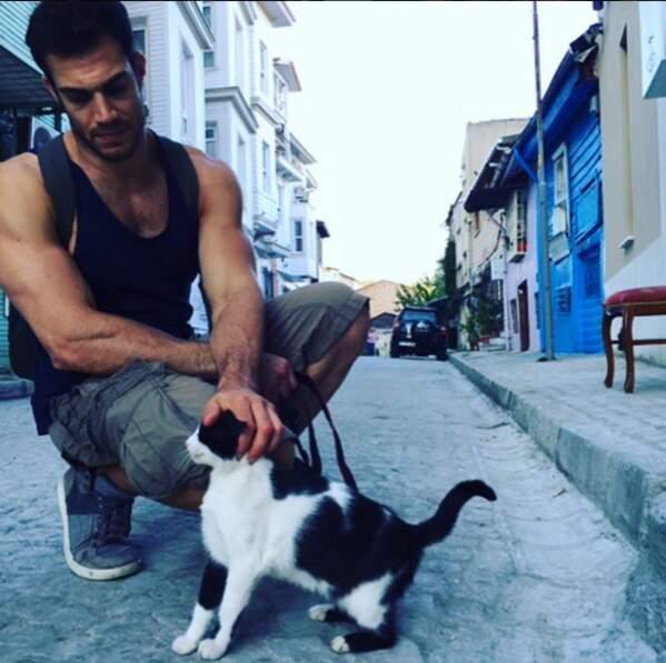 Même en voyage, Evan s'occupe des animaux