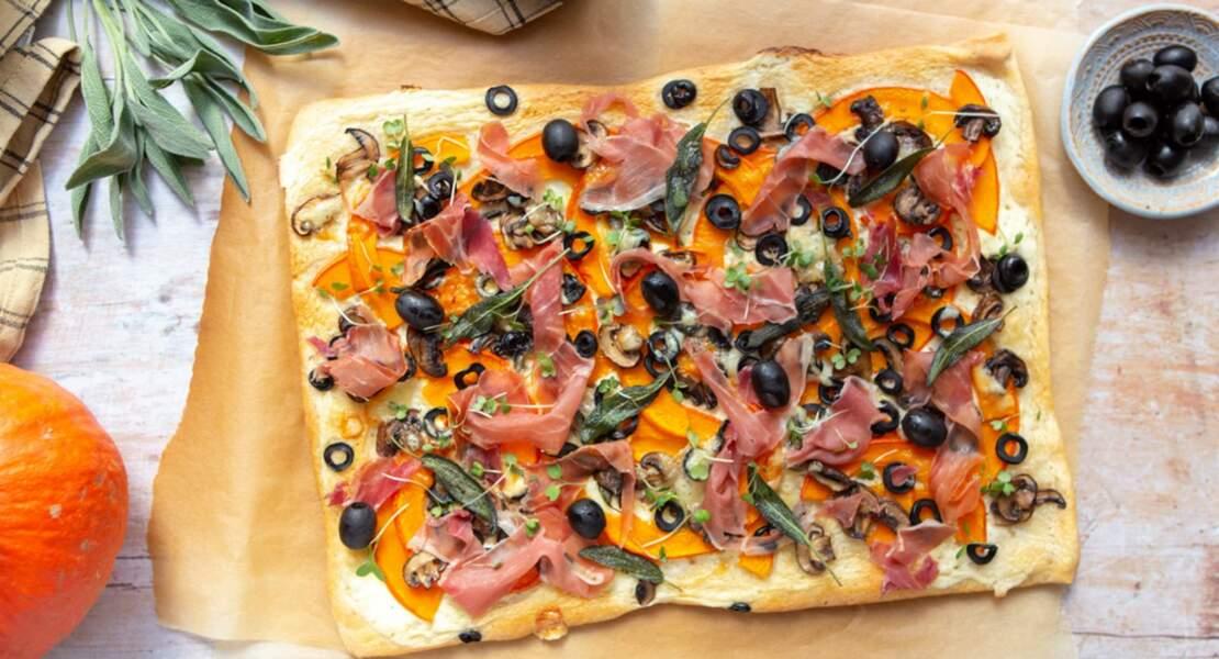 Tarte fine au potimarron, olives d'Espagne noire Hojiblanca noires et jambon sec