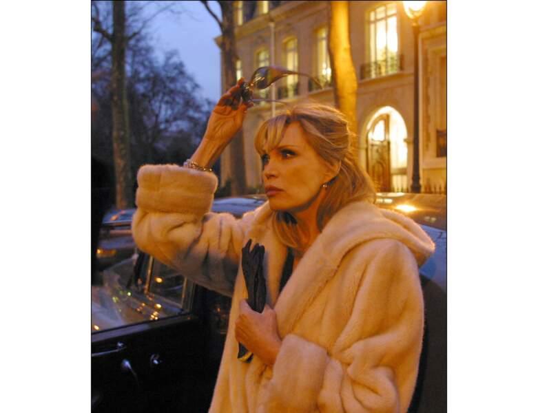 """En tournage de """"Gigolo"""", elle opte pour une coiffure relevée"""
