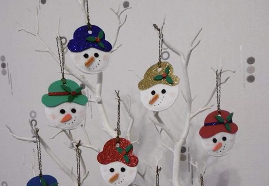 Des têtes de bonhomme de neige en coton