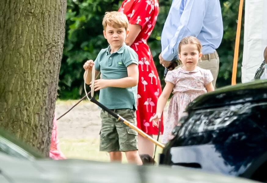 George et Charlotte semblaient plus intéressés par leur jeu que par le match de polo.