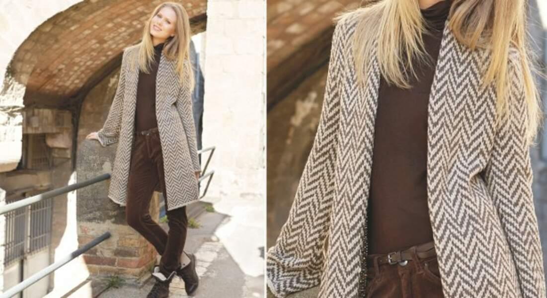 Un manteau jacquard au tricot