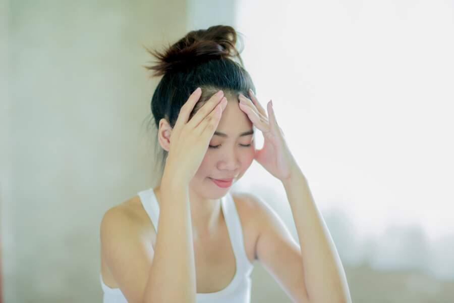 Stimuler des points d'acupression sur le visage