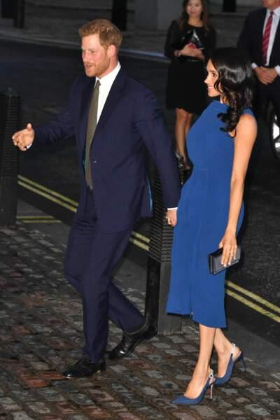 La duchesse est-elle enceinte ? Sa tenue a affolé la toile !