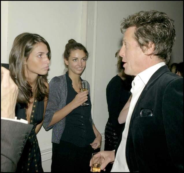 Marina Hanbury, sa soeur Rose Hanbury et Hugh Grant assistent à un dîner à Londres le 26 septembre 2007.