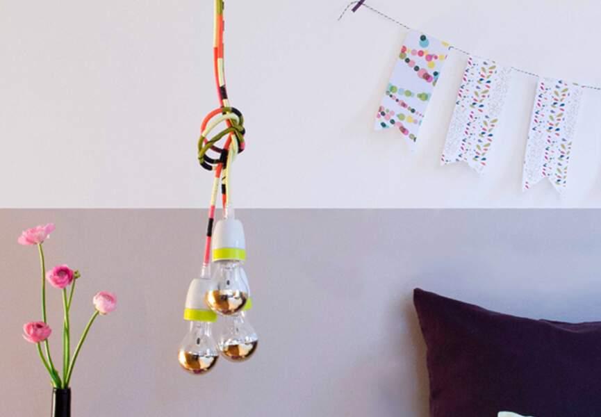 Une lampe fil à suspendre