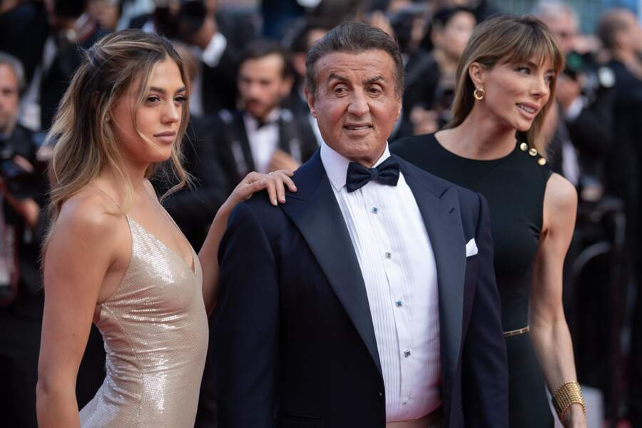 Sistine Stallone : zoom sur les looks de la fille de Sylvester, mannequin et actrice qui buzze !