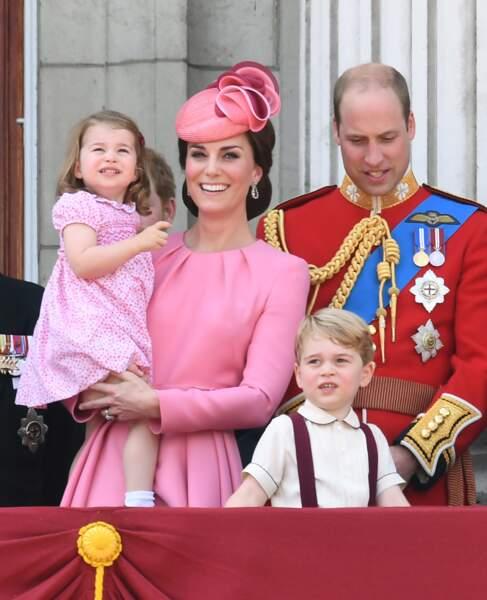 En robes roses coordonnées pour l'anniversaire de la Reine, Kate Middleton et Charlotte sont ravissantes
