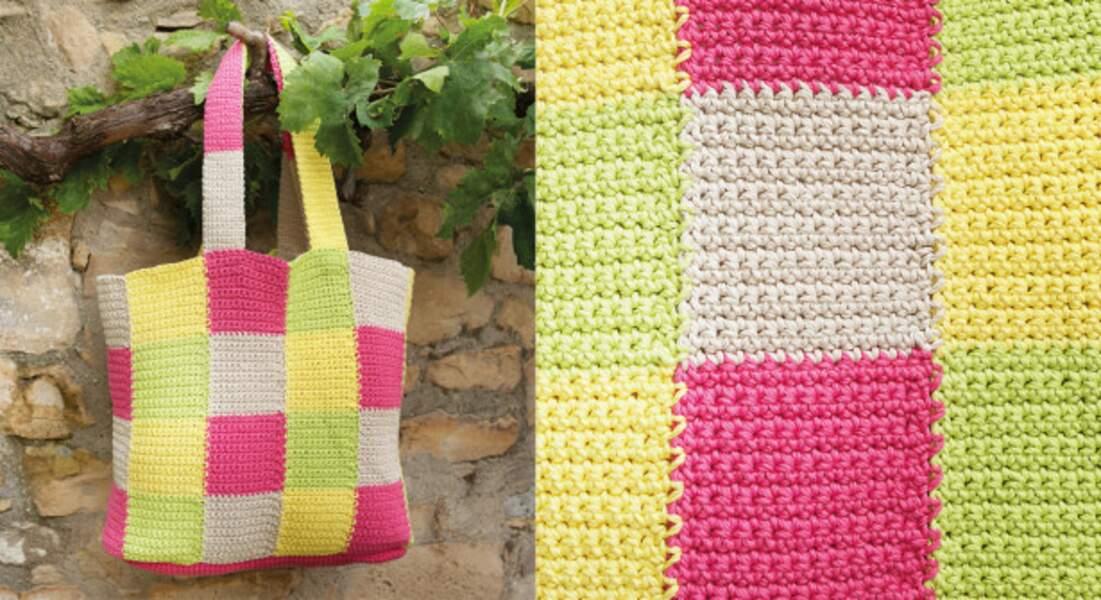 Le sac au crochet motif damier