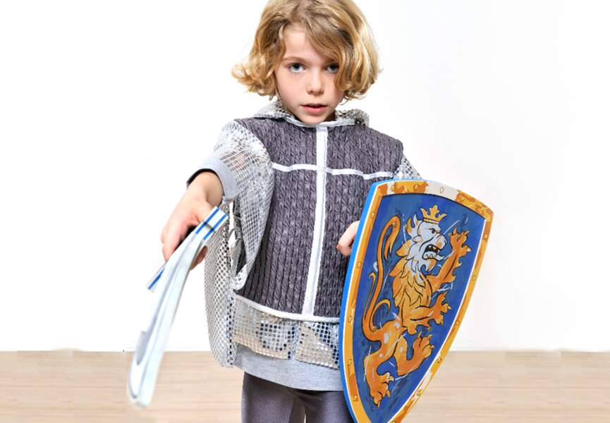 un costume de chevalier pour Halloween