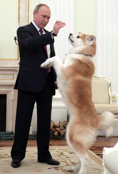 Le président Vladimir Poutine avec son chien Yume