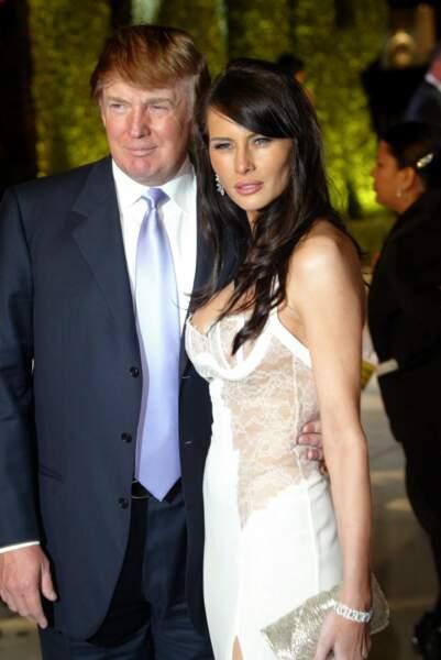 La preuve en est encore avec cette version de la robe blanche aux empiècements de dentelle transparents