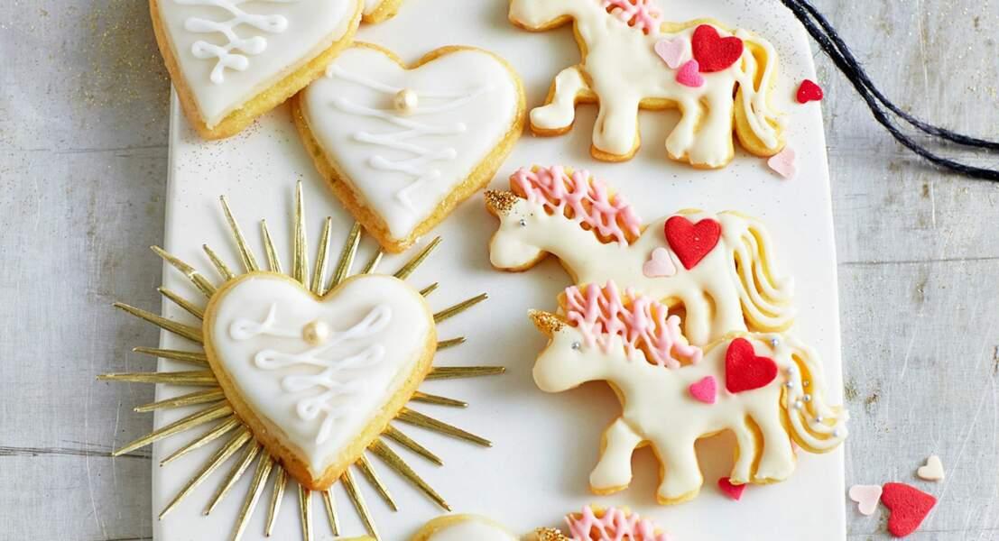 Sablés de Noël en forme de cœurs et de licornes